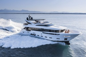 Absolut-DL-Yachts-Dreamline_la-nautica-di-lusso-ha-un-nuovo-leader-7